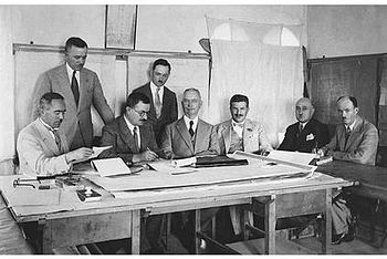 English: Signing the contract for the Jerusale...